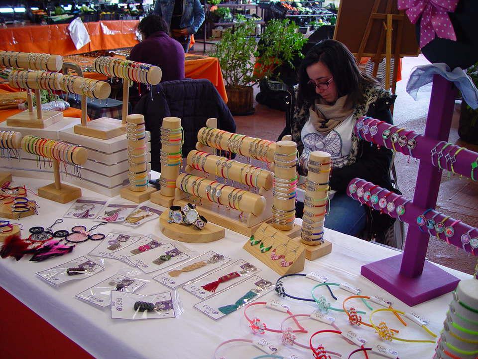 La artesanía del macramé, presente todos los sábados en el Mercadillo Valle de La Orotava