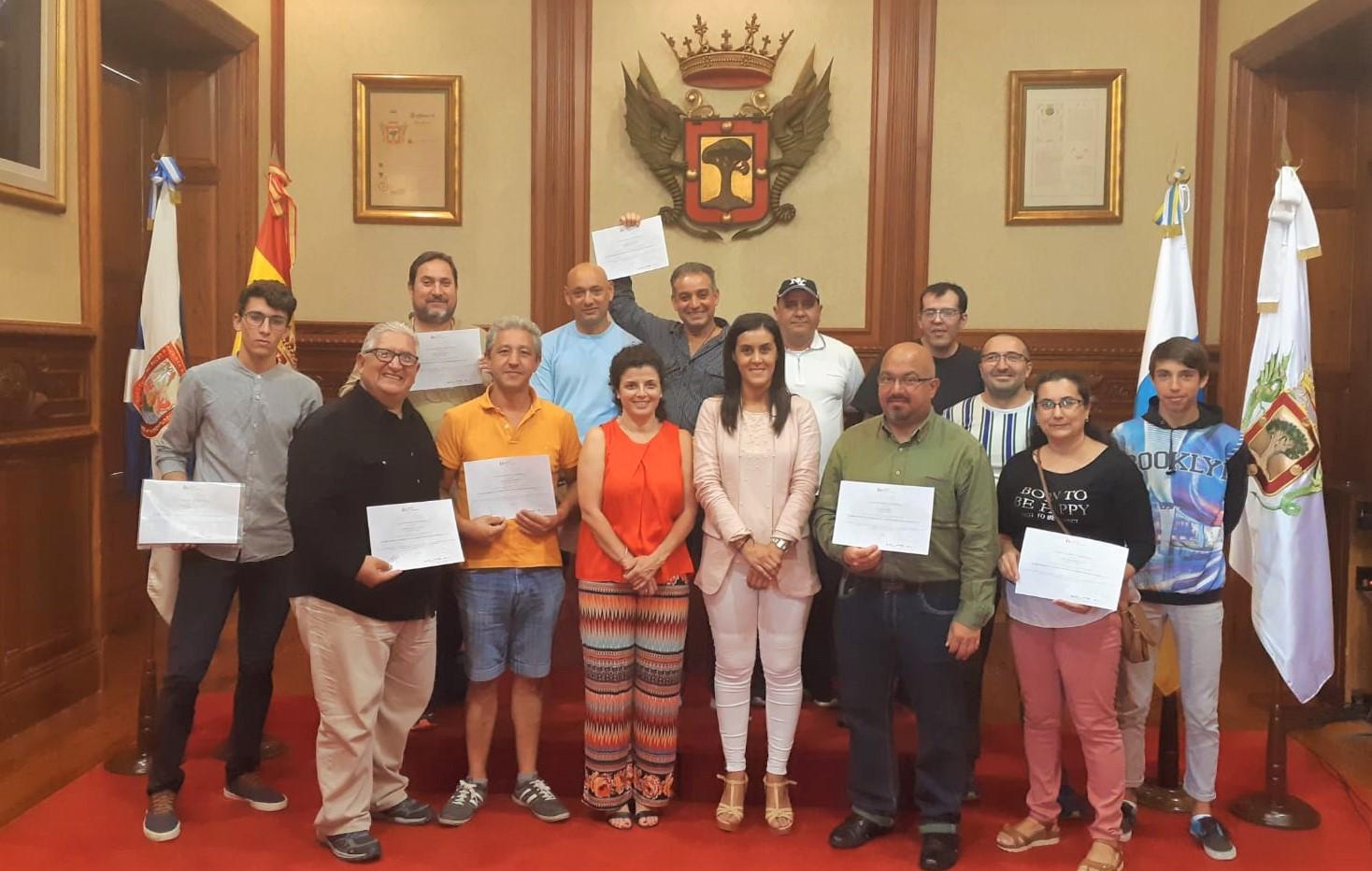 Entrega de certificados a los participantes en el Curso de Prevención de Riesgos Laborales de Electricidad,