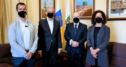 El alcalde de la Villa, Francisco Linares,y el presidente de la entidad deportiva, Miguel Concepción,acordaron planificar algunas actividades destinadas a reforzar los vínculos históricos y permanentes