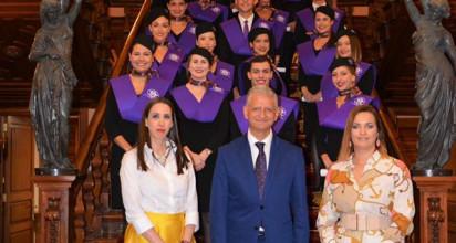 Entrega de orlas a los alumnos que han obtenido formación en TCP de la Escuela de Azafatas de Canarias.