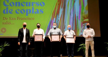 Cerca de un centenar de personas han participado en los concursos de Coplas, dibujo y Engalana tu Ventana o Balcón