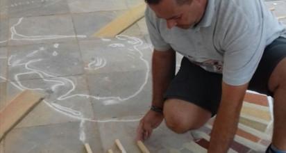 Los alfombristas de La Orotava 'conquistan' la paleta de colores de El Teide