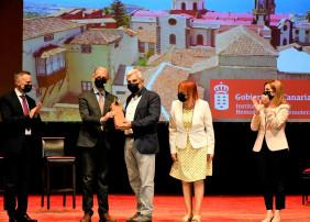 En el acto estuvo presente el alcalde De la Villa, Francisco Linares, así como el alcalde de Adeje, José Miguel Rodríguez Fraga, y la rectora de la Universidad de La Laguna, Rosa María Aguilar