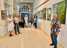 La pintora Enie Karlsson muestra su colección en la Casa de la Cultura de San Agustín de La Orotava
