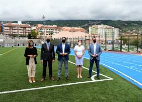 Visita del presidente del Cabildo al complejo deportivo del Mayorazgo tras la rehabilitación y homologación de la pista de atletismo