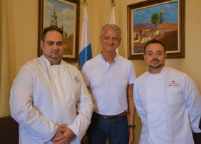 El alcalde de La Orotava, Francisco Linares recibió a los Chefs que participarán próximamente en la San Sebastián Gastronómica 2018