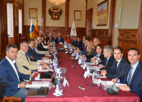 El Consejo General de Colegios de Gestores Administrativos celebra su Pleno de octubre en el Salón de Plenos del Ayuntamiento de la Villa de la Orotava