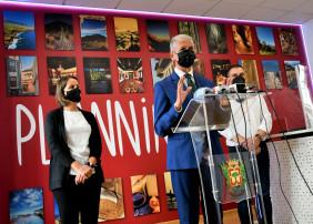 El servicio de información, que se ubica en la vivienda donde nació el escultor Fernando Estévez, cuenta con un mostrador con accesibilidad tanto para personas con movilidad reducida como con problemas auditivos