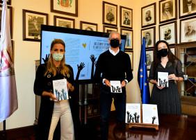 El alcalde de La Orotava, Francisco Linares, ha presentado el libro Que levante la mano el que es inteligente cuya autora explora la exitosa experiencia pedagógica puesta en marcha en un colegio de la Villa