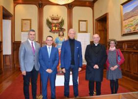 El Salón Noble del Ayuntamiento acoge una exposición sobre San Juan Evangelista