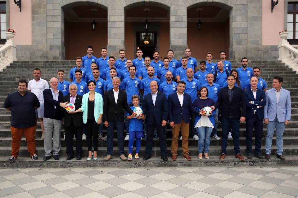 El CDS Dimurol de La Orotava presenta a su primer equipo en el ayuntamiento