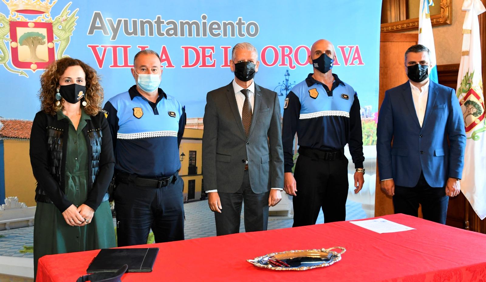 El alcalde de la Villa, Francisco Linares, agradeció y valoró el trabajo realizado por Pedro Domingo Hernández Martín quien ha estado al frente de este cargo durante 11 años y 39 en el cuerpo