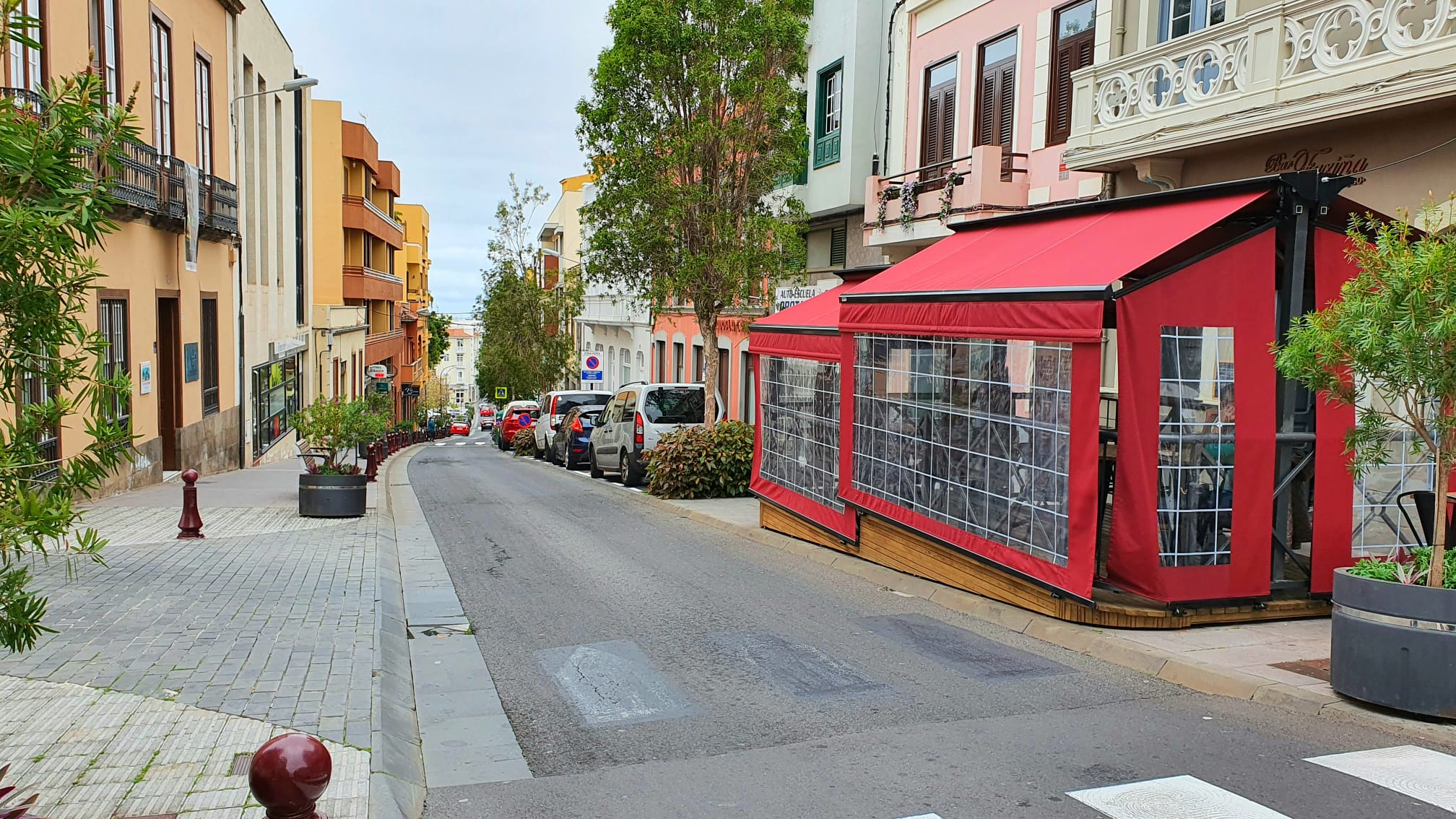 El Ayuntamiento de La Orotava aprobará una ordenanza reguladora de ocupación de vías públicas para que bares y cafeterías dispongan de terraza . Los empresarios dispondrán de un 75% de bonificación en la tasa hasta 10 años, y 5 para su adaptación a la normativa, que entrará en vigor en un mes