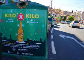 Los envases de vidrio depositados por los ciudadanos en los 2 contenedores que se han instalado en la localidad se convertirán en comida que los Bancos de Alimentos repartirán entre los más necesitados