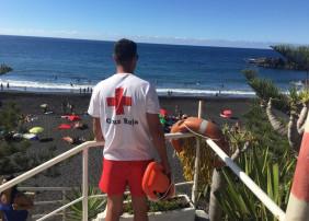 REFUERZO DE SOCORRISTAS EN LAS PLAYAS DE LA OROTAVA  La Concejalía de Playas, que dirige Alexis Pacheco, refuerza en estos meses de verano el servicio de socorristas en las Playas del Bollullo y el Ancón.  Desde mediados de junio y hasta mediados de septiembre, se cuenta con cuatro socorristas más de Cruz Roja Local, que se distribuyen entre la Playa de El Ancón, y El Bollullo. Y en esta última se cuenta todo el año con un socorrista fijo. El servicio se amplía entre las 11:00 y las 19:00 horas, en El Bollu