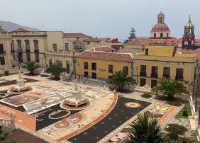 Alfombra histórica con representación de las dos modalidades del Arte Efímero villero