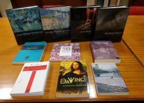 Se han incorporado ejemplares de la Biblioteca de Artistas Canarios, así como otros volúmenes de temática diversa