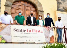 El Espacio San Roque, anexo a San Agustín, acoge esta singular muestra que permanecerá hasta el 13 de junio, y en la que se recoge el acervo festivo a través de originales y significativas piezas de los cuatro museos villeros