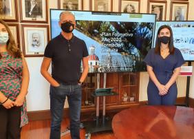 Foto presentación cursos gratuitos, Francisco Linares, Deisy Ramos y Nuria Vera