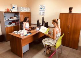 El área, que dirige la concejala Deisy Ramos, oferta un catálogo de seis cursos vinculados a diferentes ámbitos laborales, dirigidos a personas empadronadas en el municipio de La Orotava  Para la preinscripción es necesaria cita previa, en el 922 324 444 (ext. 2502 y 2504)