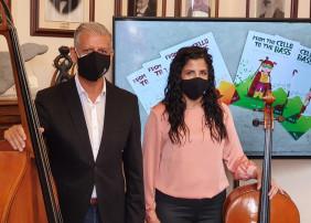 La publicación, obra de Paula Hernández-Dionis, plasma una investigación de la Escuela Municipal de Música y Danza y es pionera en la enseñanza simultánea del violonchelo y el contrabajo